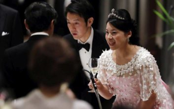 Η πριγκίπισσα Αγιάκο της Ιαπωνίας παντρεύτηκε τον κοινό θνητό της καρδιάς της