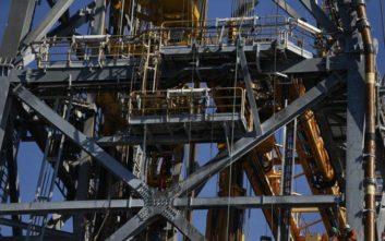 Ο ΟΠΕΚ και οι σύμμαχοί του παρατείνουν τη συμφωνία για μειώσεις στην παραγωγή του αργού
