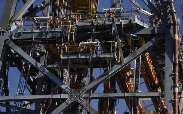 Πτώση σχεδόν 2% καταγράφει η τιμή του πετρελαίου