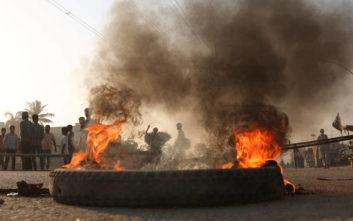 Μεγάλες διαδηλώσεις, μπλοκαρισμένοι δρόμοι και κλειστά σχολεία στο Πακιστάν