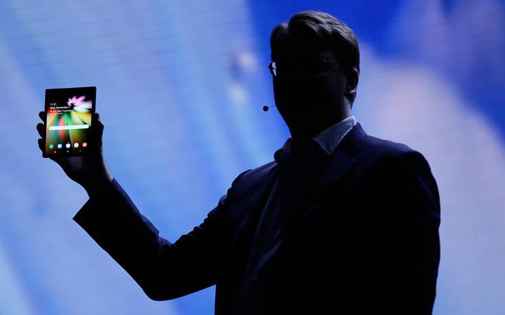 Στα σκαριά το smartphone που διπλώνει από τη Samsung
