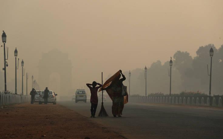 Πέπλο τοξικής ομίχλης καλύπτει και πάλι το Δελχί