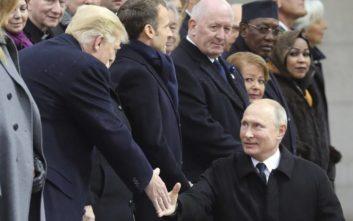 Χειραψία Τραμπ και Πούτιν στην Αψίδα του Θριάμβου
