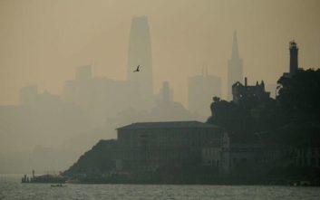 «Μαύρισε» το Σαν Φρανσίσκο από τη μεγάλη πυρκαγιά στην Καλιφόρνια