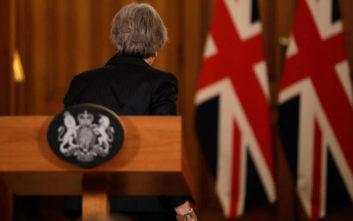 «H συμφωνία της Μέι, αλλά και η πρωθυπουργία της, κρέμονται τώρα από μια κλωστή»