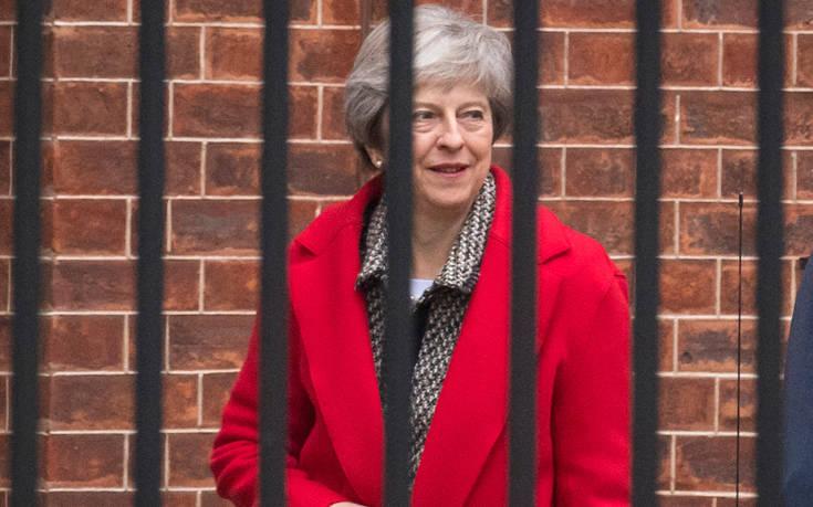 Το απόγευμα η συνάντηση της Τερέζα Μέι με τον Ζαν-Κλοντ Γιούνκερ για το Brexit