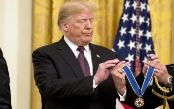 Ο Τραμπ τίμησε μετά θάνατον τον Έλβις Πρίσλεϊ