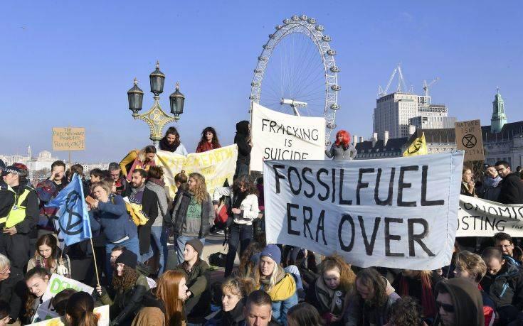 Διαδηλωτές κατά της κλιματικής αλλαγής απέκλεισαν πέντε γέφυρες στον Τάμεση