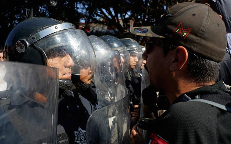 Διαδηλώσεις Μεξικανών στην Τιχουάνα κατά του καραβανιού των μεταναστών