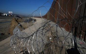 Συνοριοφύλακες βρήκαν 3χρονο αγοράκι-μετανάστη να περιφέρεται μόνο του στα σύνορα με το Τέξας