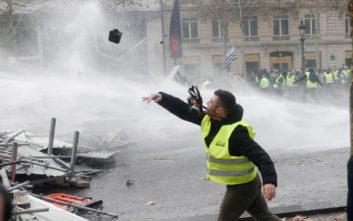 Η «πρόβλεψη» του Banksy για τις συγκρούσεις των «κίτρινων γιλέκων» στο Παρίσι