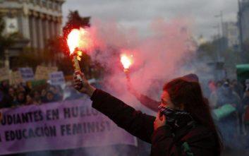 Μαζικές διαδηλώσεις στην Ισπανία για τη βία κατά των γυναικών
