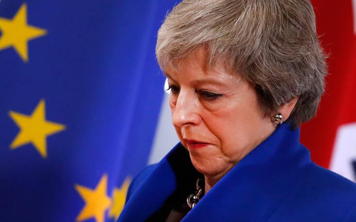 Μει: Αν δεν ψηφιστεί η συμφωνία η Βρετανία κινδυνεύει να μείνει στην ΕΕ