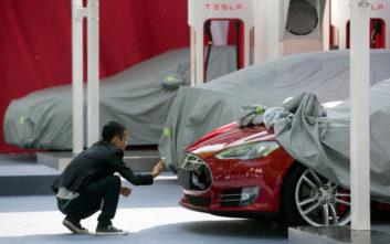Έτσι κατάφερε η Tesla να ανατρέψει όλα τα εφιαλτικά σενάρια για το μέλλον της