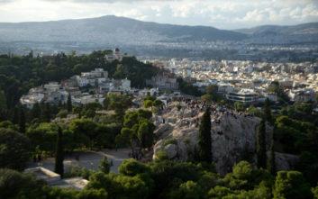 Όταν κοιτάς από ψηλά, μοιάζει η Αθήνα με ζωγραφιά