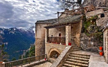 Το μοναστήρι της Παναγίας Πελεκητής στα Άγραφα με τη μοναδική θέα