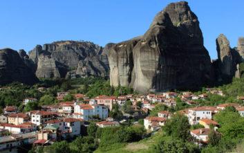 Ένα ιδιαίτερο χωριό κάτω από τη σκιά των επιβλητικών Μετεώρων