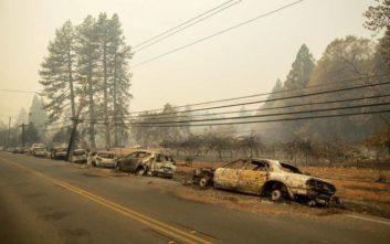 Πύρινη λαίλαπα στην Καλιφόρνια, βγάζουν πτώματα από καμένα σπίτια σε πόλη