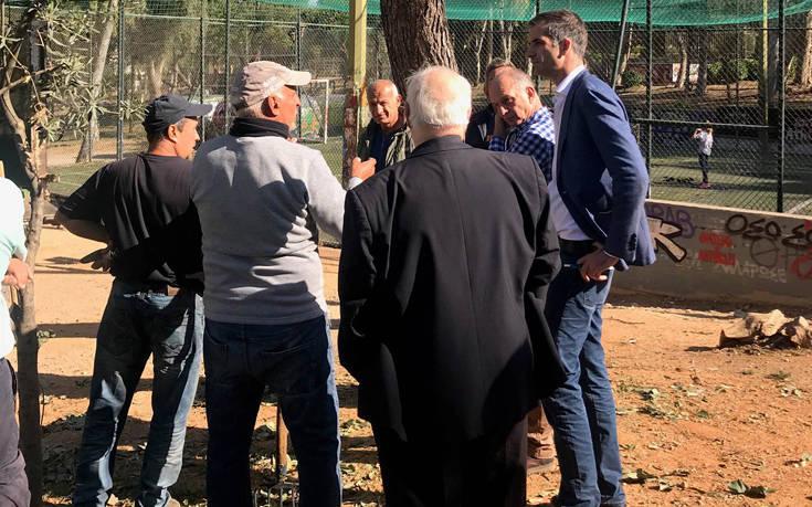 Η επίσκεψη του Κώστα Μπακογιάννη σε γειτονιές της Αθήνας