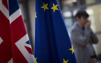 Υπουργικό συμβούλιο εν μέσω αναταραχής αύριο στη Βρετανία
