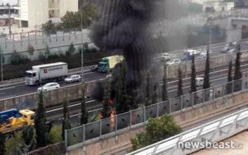 Η πρώτη εικόνα από το λεωφορείο που πήρε φωτιά στην Αττική Οδό