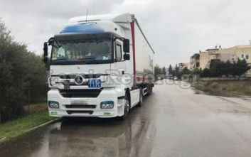 Ο δουλέμπορος πήρε 500 ευρώ από κάθε μετανάστη στο φορτηγό της Λαμίας