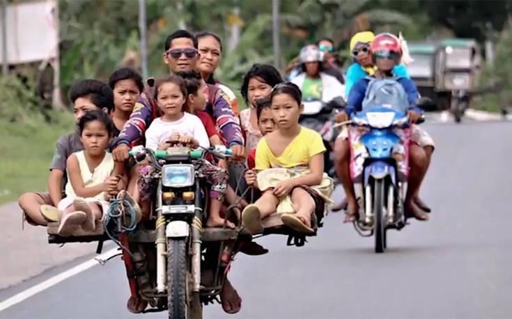 Τόσο επικίνδυνα είναι τα μοτοταξί στις Φιλιππίνες