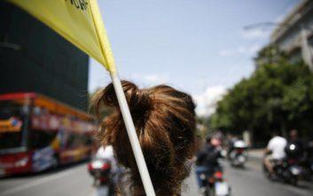 Οι «γενναίοι» που δουλεύουν παντός καιρού στους χαώδεις δρόμους