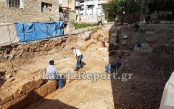 Στο φως νέο κομμάτι του αρχαίου τείχους της αρχαίας πόλης της Λαμίας