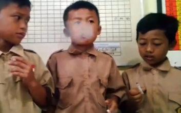 Τιμώρησε τους μαθητές που κάπνιζαν βάζοντάς τους να… καπνίσουν κι άλλο