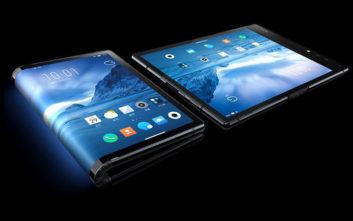 To πρώτο έξυπνο κινητό τηλέφωνο που διπλώνει σαν πορτοφόλι