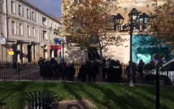 Γυναίκα ταμπουρώθηκε σε τράπεζα στη Γαλλία απειλώντας να ανατιναχτεί