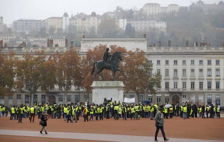 «Κίτρινα Γιλέκα» σε 2.000 συγκεντρώσεις διαμαρτυρίας σε όλη τη Γαλλία