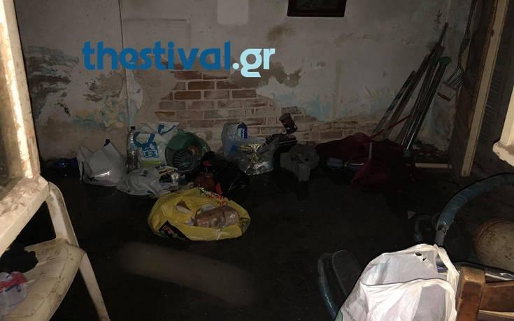Φωτογραφίες από το καμένο σπίτι που εντοπίστηκε νεκρός ο 45χρονος