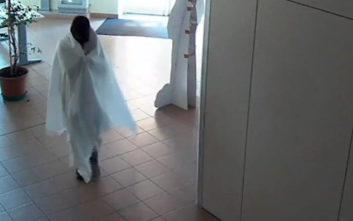 Ο κλέφτης μασκαρεύτηκε σε… φάντασμα