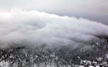 Έπεσαν τα πρώτα χιόνια στα ορεινά του νομού Λάρισας