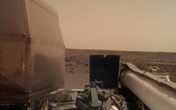 Άρχισε να στέλνει φωτογραφίες από τον Άρη το διαστημικό σκάφος InSight