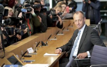 Ο υποψήφιος διάδοχος της Μέρκελ που βγάζει ένα εκατομμύριο τον χρόνο