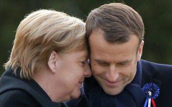 Ο Μακρόν θα στήριζε τη Μέρκελ αν εκείνη διεκδικούσε την προεδρία της Κομισιόν