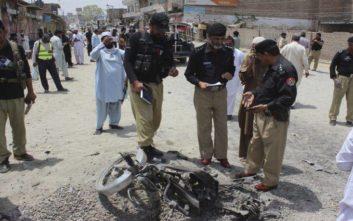 Αιματοβαμμένη μέρα στο Πακιστάν με τουλάχιστον 25 νεκρούς