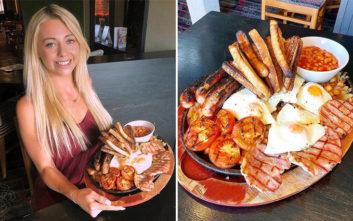 Καλλίγραμμη food blogger κατασπαράζει πρωινό που προορίζεται για… πέντε πεινασμένους!