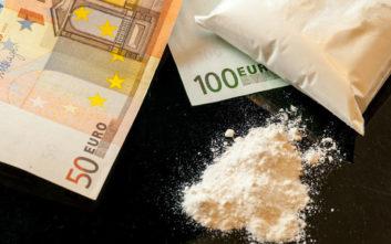Ποιοι πρωταγωνιστούν στο εμπόριο ναρκωτικών και πώς «ξεπλένεται» το χρήμα