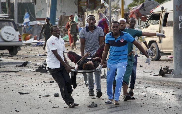 «Οι αμερικανικοί βομβαρδισμοί στη Σομαλία αποτελούν πιθανά εγκλήματα πολέμου»