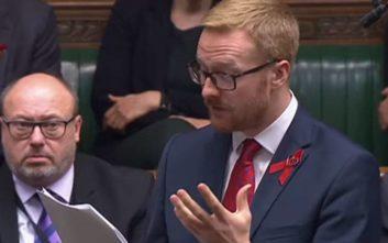 Βρετανός βουλευτής αποκάλυψε ότι έχει AIDS εδώ και δέκα χρόνια