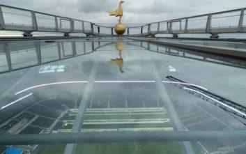 Ο περίφημος χρυσός πετεινός πήρε τη θέση του στο νέο γήπεδο της Τότεναμ