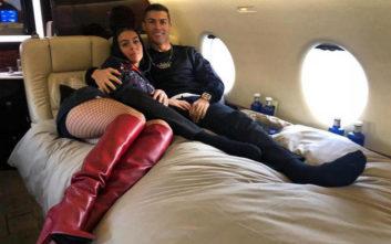 Η σύντροφος του Κριστιάνο Ρονάλντο με διχτυωτό καλσόν και μπότες