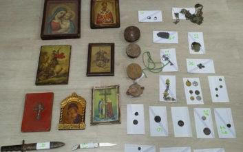 Τους έπιασαν με θρησκευτικές εικόνες και πολύτιμα νομίσματα