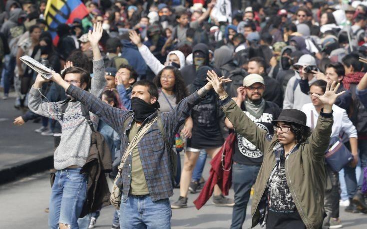 Ο πρόεδρος της Κολομβίας τα δίνει όλα για να σταματήσει τις κινητοποιήσεις των φοιτητών