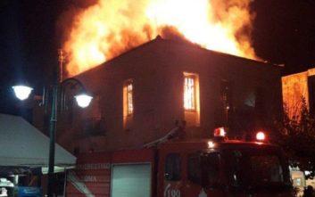 Κάηκε ολοσχερώς το διώροφο κτίριο στη Γαστούνη