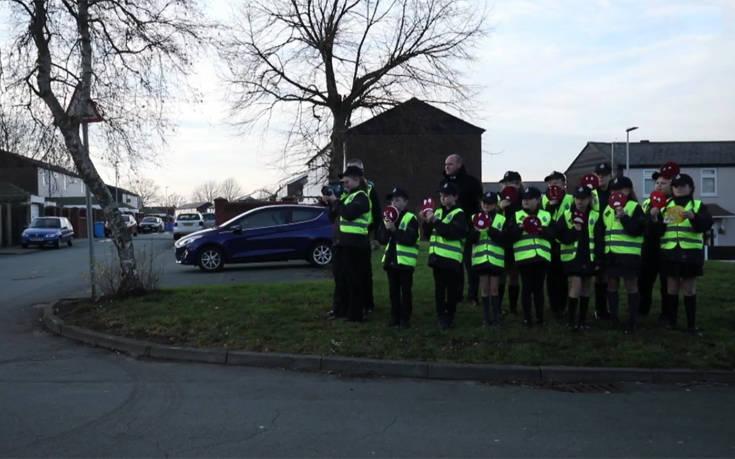 Εκκλησιαστικό σχολείο μετέτρεψε τους μαθητές του σε… μικροσκοπικούς αστυνομικούς